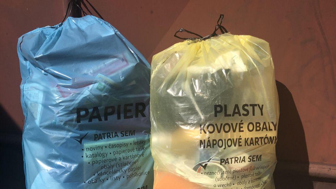 Nezabudnite, že už túto stredu a štvrtok bude prebiehať zber vriec s vytriedeným odpadom papiera a plastu