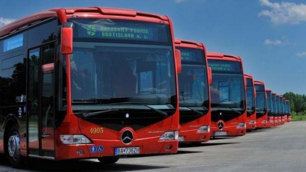 Dopravný podnik poskytol na celoplošné víkedové testovanie až 50 vozidiel. Jeden testovací autobus nájdete aj v našich Vajnoroch..