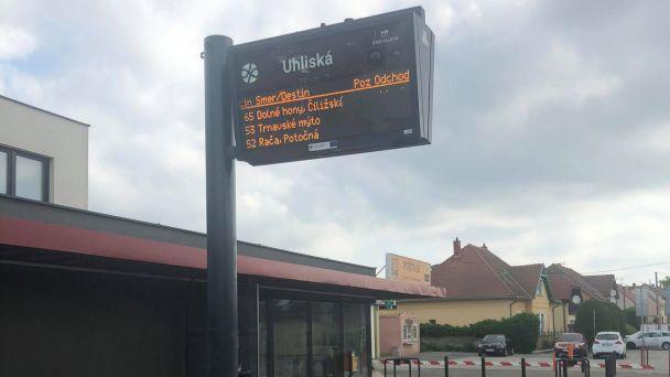 Pred Zdravotným strediskom vo Vajnoroch pribudla nová elektronická tabuľa.